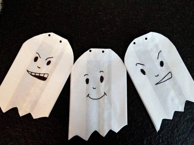 Schaurige Fensterdeko - eine Geistergirlande zu Halloween - Puddingklecks