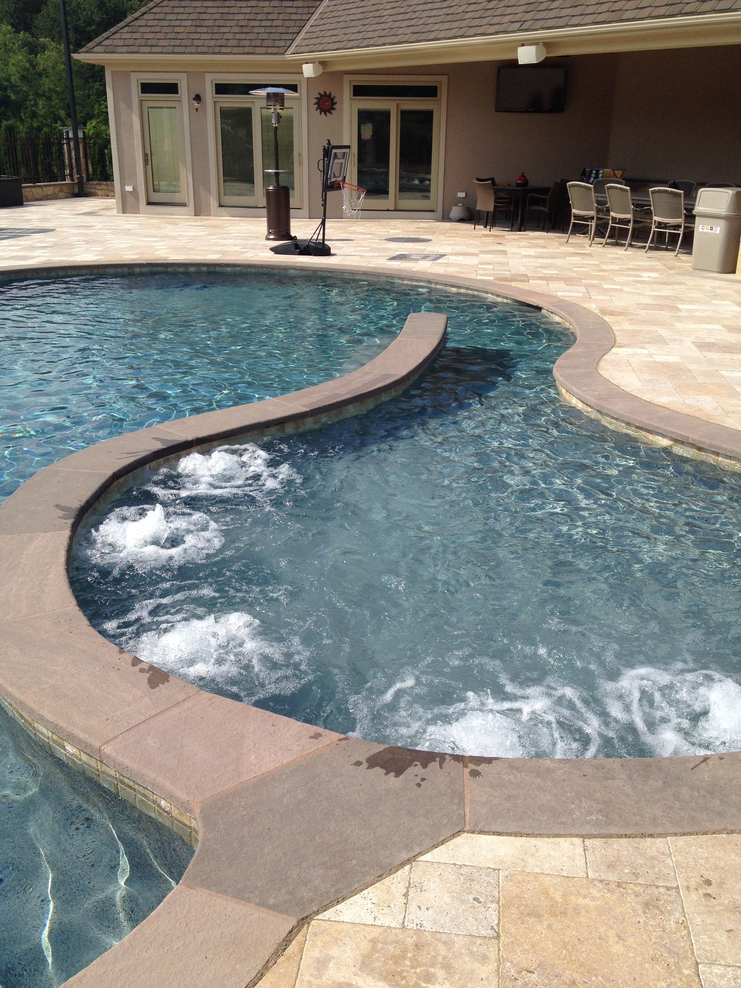 Bubbling sun shelf with spa jets pool gunite pool for Pool design with sun shelf