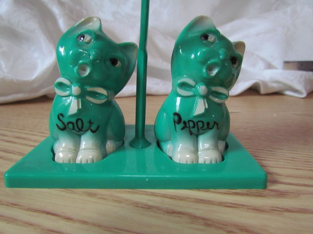 Vintage Cat Salt and Pepper Set