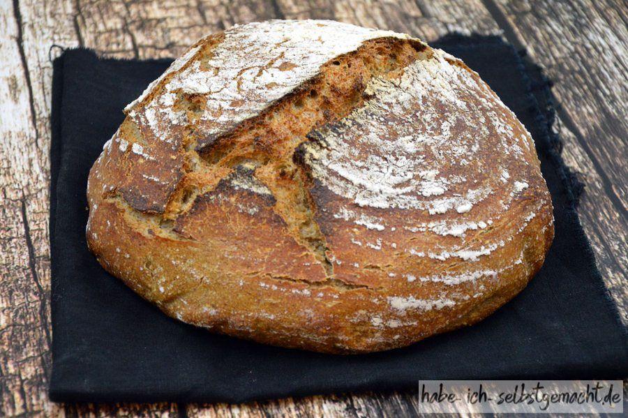 Brot – Weizen Sauerteig Brot mit geröstetem Restbrot Brot - Weizen Sauerteigbrot mit geröstetem Altbrot