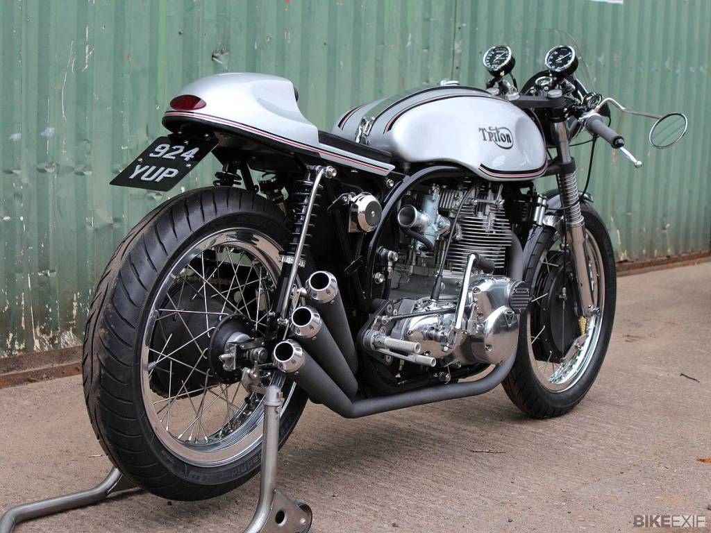 TRITON | Trident At the time where the Rocket 3 and Trident were produced, Rob North and Rickman frame were more popular for the 3 pots, so there is not so much Triton of this kind. The result is however quite pleasant. Even modern Thruxton 865 cc engine are used today in the same frame.