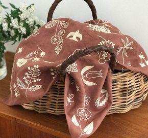 2017.5.10 * * * やっと完成した大判のリネンハンカチの刺繍。 カゴバッグの荷物隠し用です * * * #刺繍 #手作り #趣味 #樋口愉美子 #リネン #一色刺繍