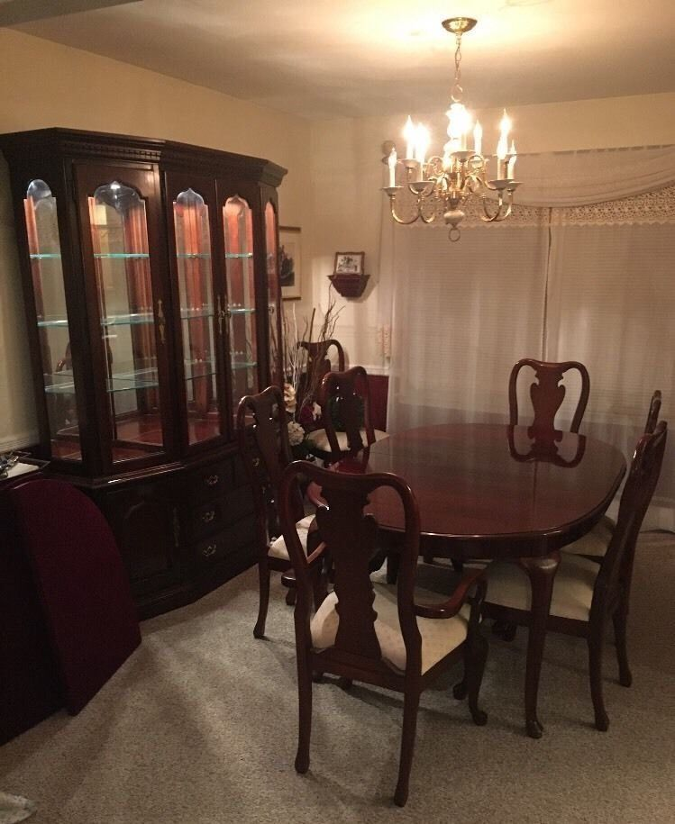 Thomasville Cherry Dining Set Beautiful China Cabinet Table Chairs Leaves Buffet