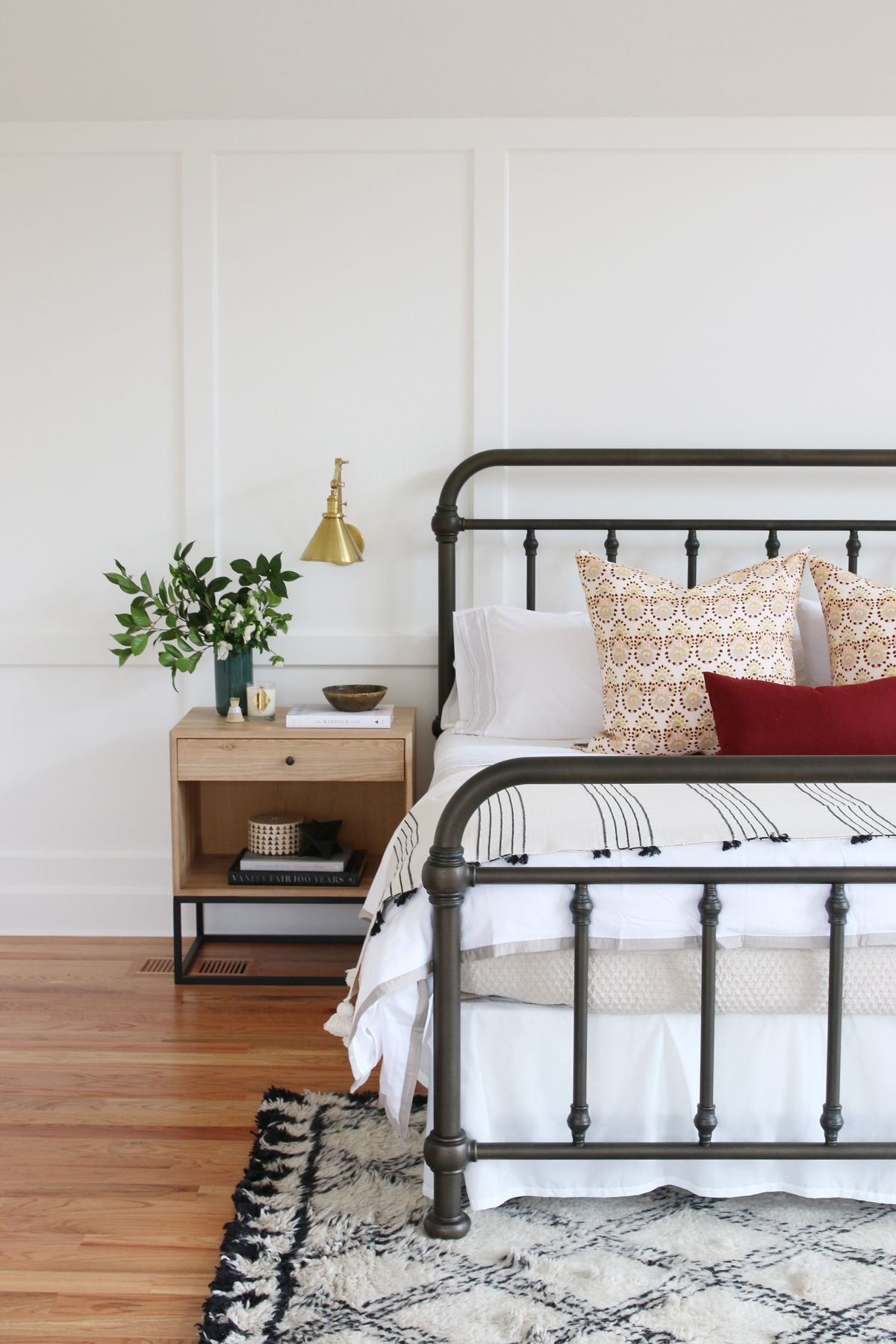 How To Style a Bed Webisode Traditional bedroom decor