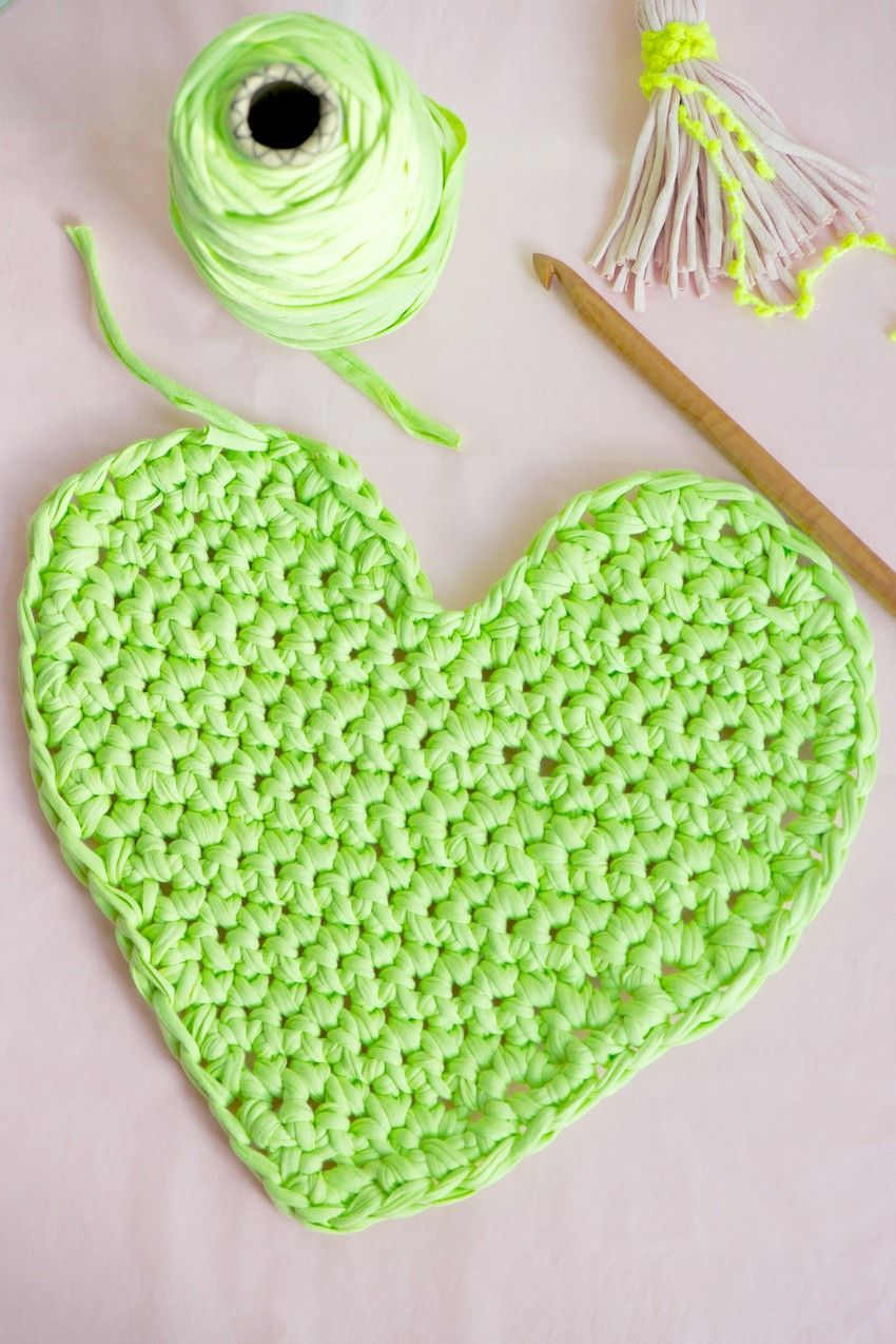 25 Free And Easy Crochet Heart Patterns Valenines Rug Crochet Heart