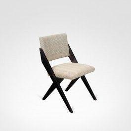 Original de 1948, a peça traz o traço característico de Zanine e as dimensões reduzidas características da época. Foi a cadeira de maior sucesso comercial da