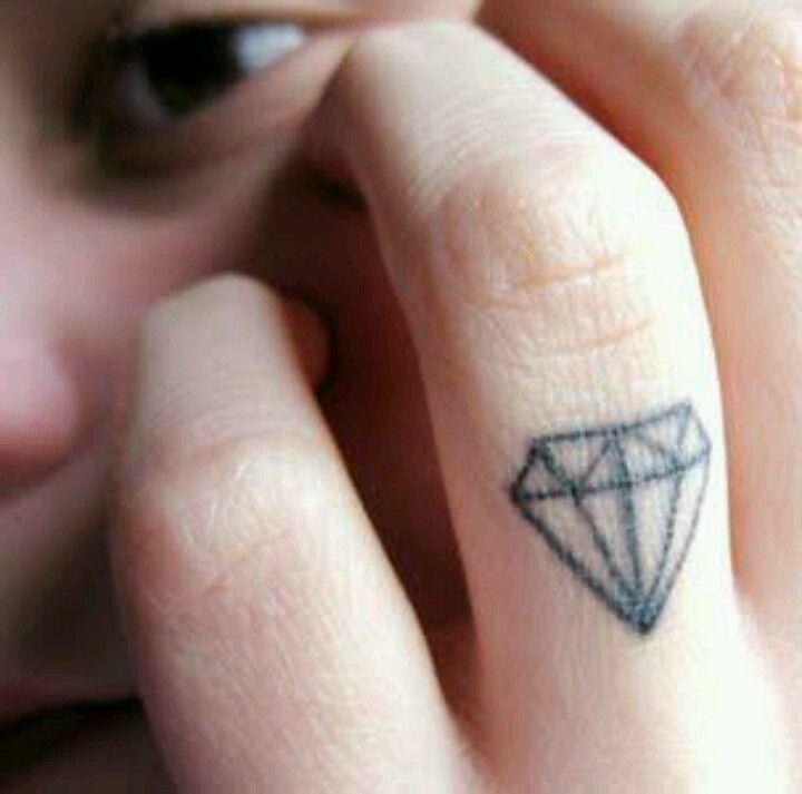Tattoo diamant finger
