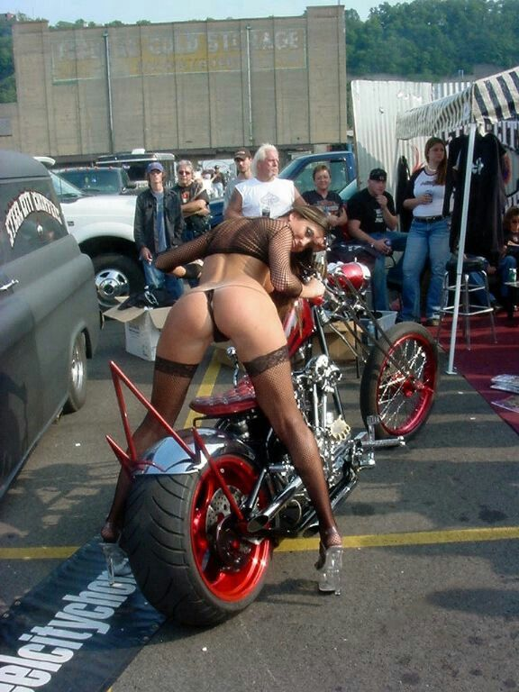 bikerkueken-xxx-grosse-frauen-mit-nackten-kurven