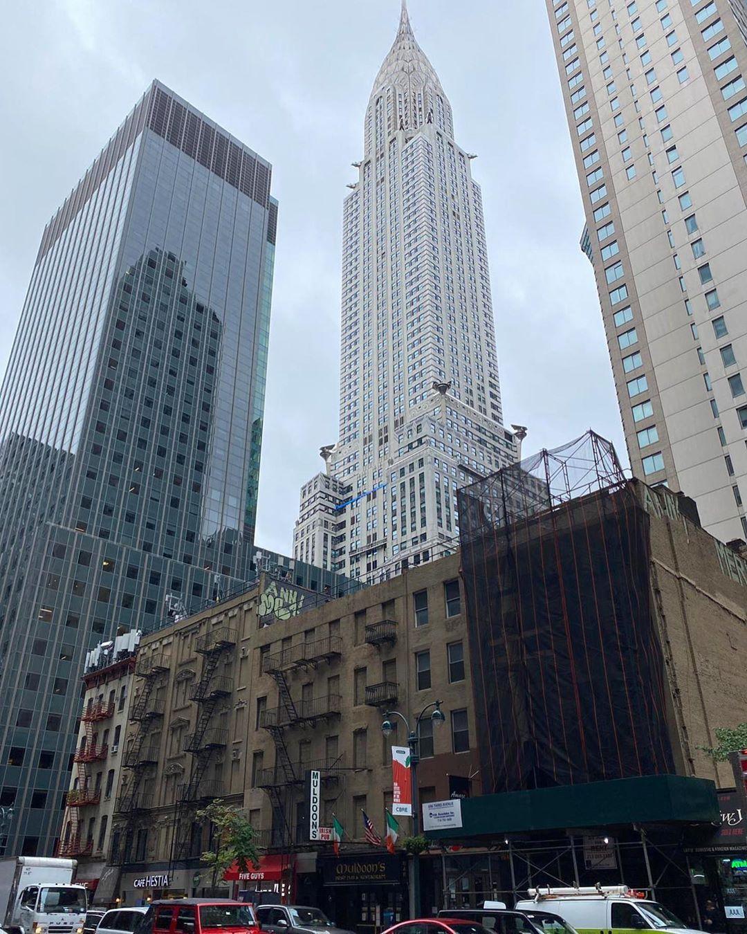 🇫🇷Le Chrysler Building ! Ciel gris sur New York aujourd'hui. 🇺🇸The Chrysler Building ! Grey sky over New York City today. 📸Photo Gaël ➡️www.cnewyork.net  #newyork #newyorkcity #nyc  #photoeveryday #nycphotographer #photography #chryslerbuilding #newyorkphotography #nycphotos #nycpictures #newyorkphotography #nycblogger #nyblogger #travelnyc #travelblogger #travelblog #travel #travelblogger #travelphoto #newyorkphotos #sky #voyage #nycphotography #midtown