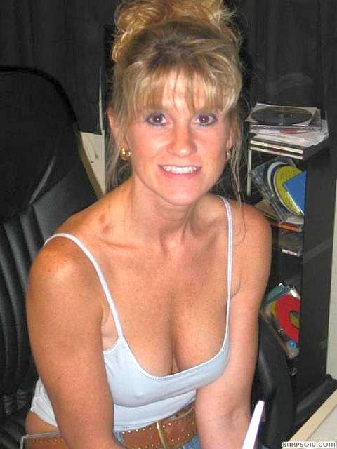 Fine mature lonely housewife