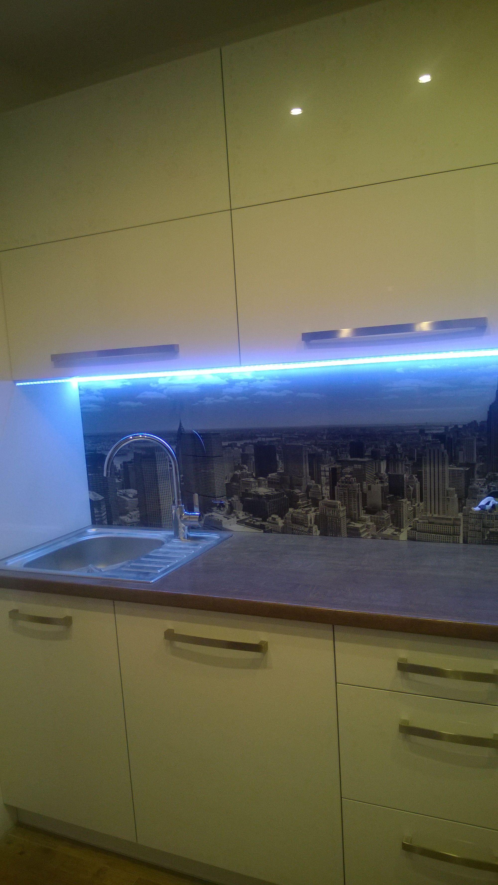 Kitchen glass backsplash with digital printing made of tempered ...
