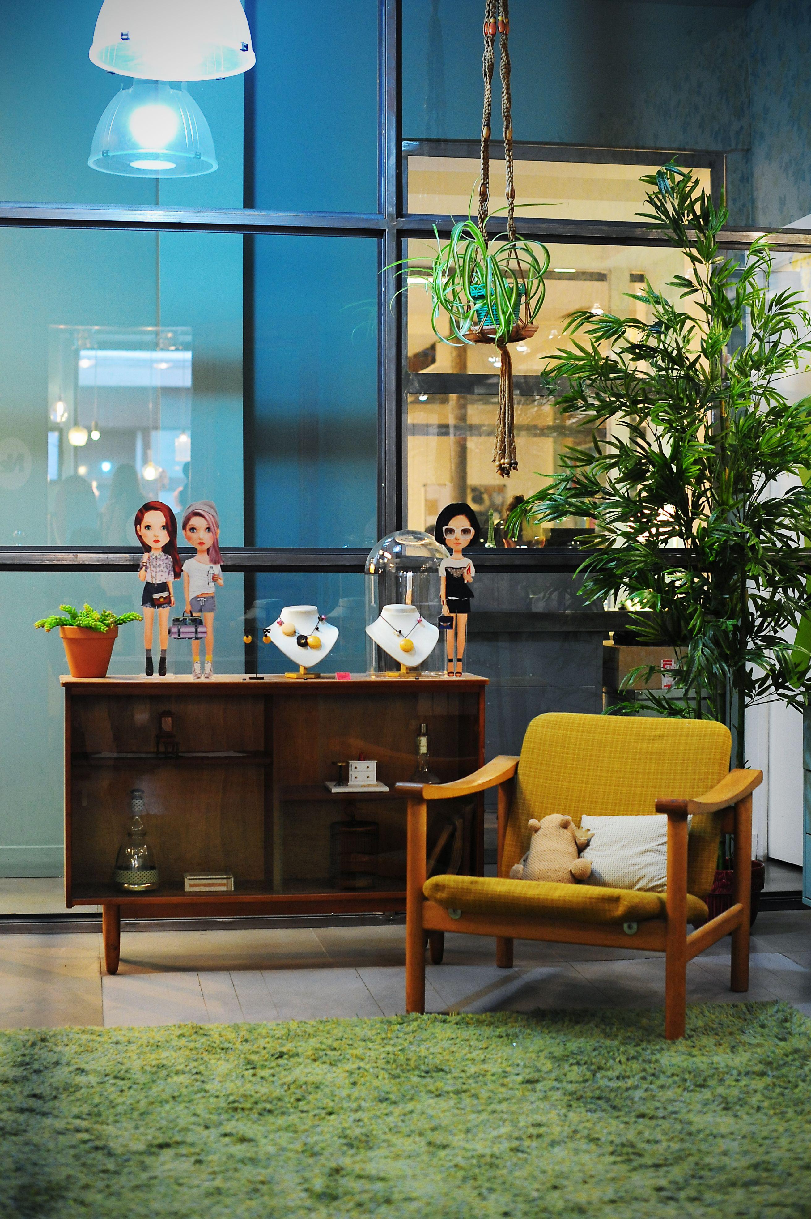 Décoration intérieur, boutique N2 Paris, bijoux fantaisies, vitrines ...