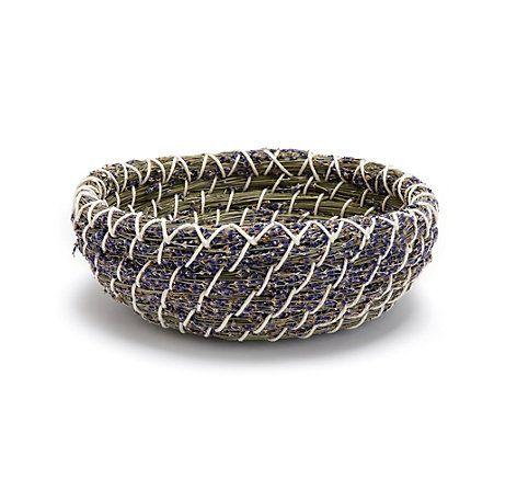 kleiner deko korb aus getrocknetem lavendel und gr sern im oststeirischen h gelland geerntet. Black Bedroom Furniture Sets. Home Design Ideas