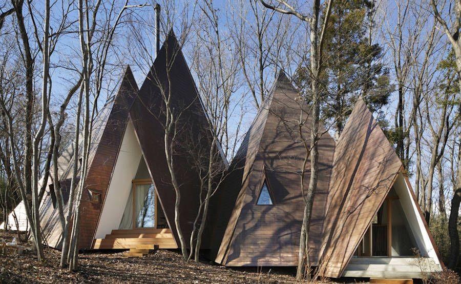 Une maison en forme de tipi dans les bois la r gion - Maison de vallee au japon par hiroshi sambuichi ...