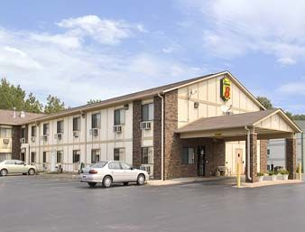 Super 8 East Moline Is Conveniently Located In The Por Area Hotel Has Everything You Need For A Comfortable Stay