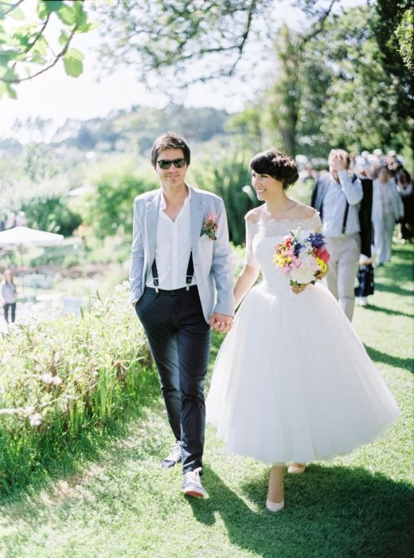 A Relaxed Groom S Look With Black Pants Suspenders A White Shirt A Light Blue Jacket And Matching Sneakers In 2020 Groom Style Groom Attire Summer Wedding Outfits
