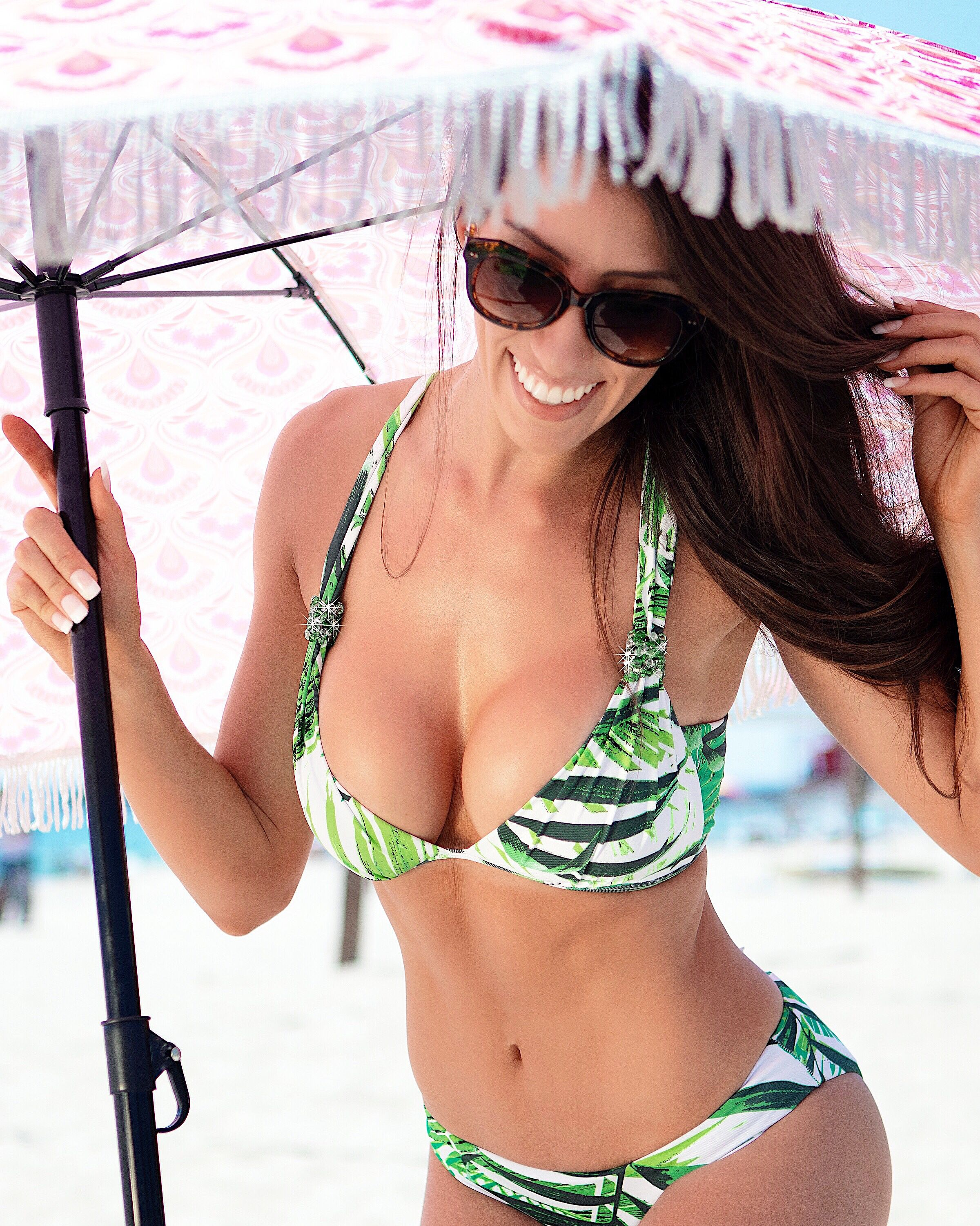 353a8b278a Our ELLEN Top just might be the best bikini top in the world. 🤩 Engineered  for all women up to an E-cup. 🌿💚  beachbrella  InMyBeachCandy   ...