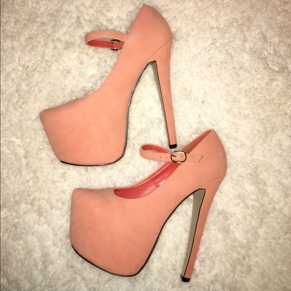 Peach Heels Previously worn size size 6.5 peach colored heels! From Lola Shoetique. Worn only 1 time. Heel height is 6.5 in & also has a high front platform. Right shoe has some minor dirt stains (barely noticeable.) Glaze Shoes Heels