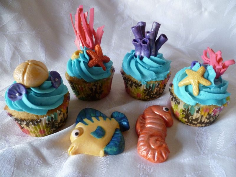 Cupcake Decorating Ideas Under The Sea : Under the Sea Cup Cakes. Vanilla cupcakes with blue ...
