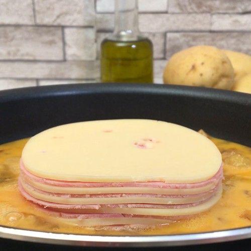 Αυγά ομελέτα τηγανητή τούρτα με πατάτες, κρεμμύδι, μπούτι χοιρινό καπνιστό & μοζαρέλα #chefclubrecettevideos