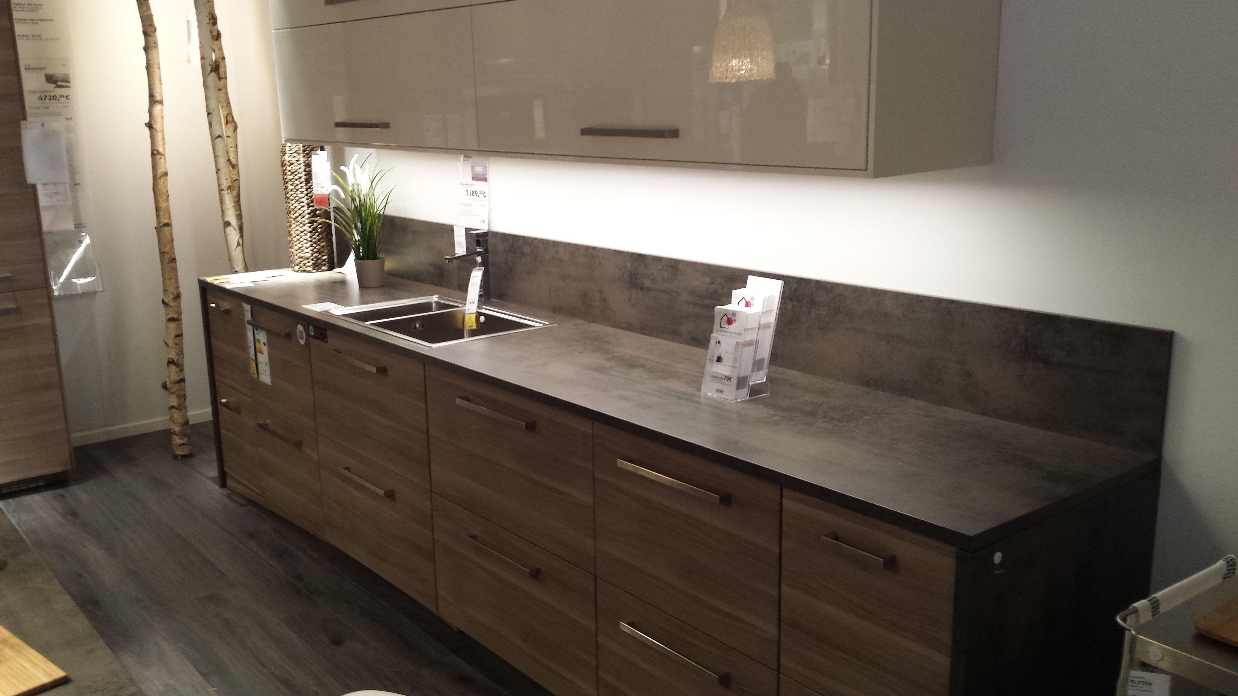 cuisine noyer gris clair plan de travail effet b ton. Black Bedroom Furniture Sets. Home Design Ideas