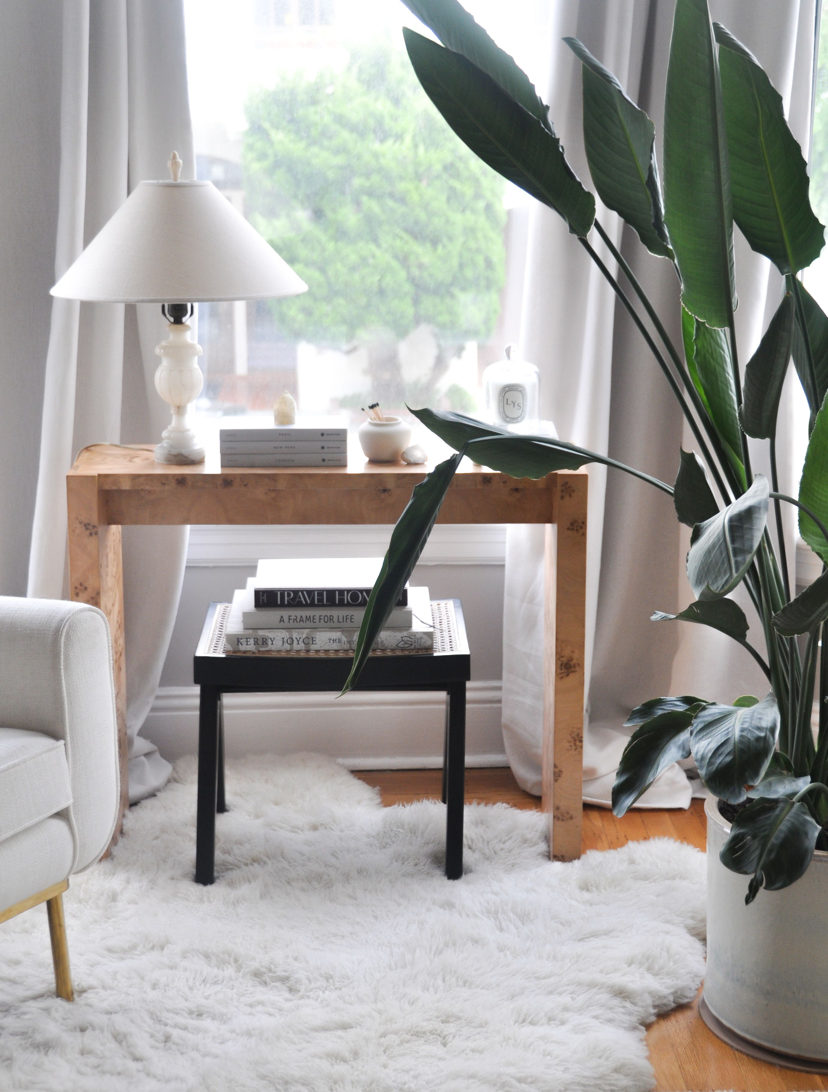 This is hands down my favorite little corner in our living room. #console #interiors #livingroom #hometour