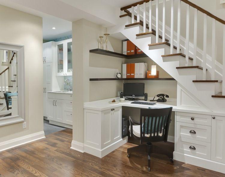Unter Der Treppe Können Sie Ein Kleines Büro Einrichten