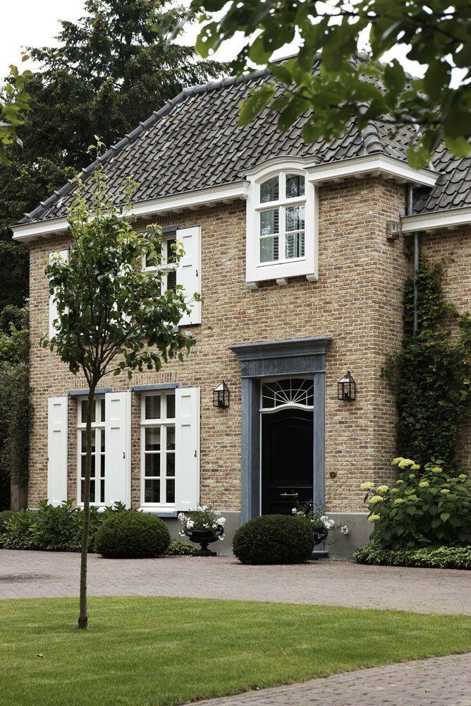 Architecture white shutters huis pinterest for Huizen ideeen