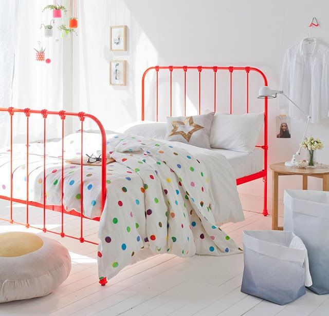 I love these old-fashioned iron beds painted in bright colors ...