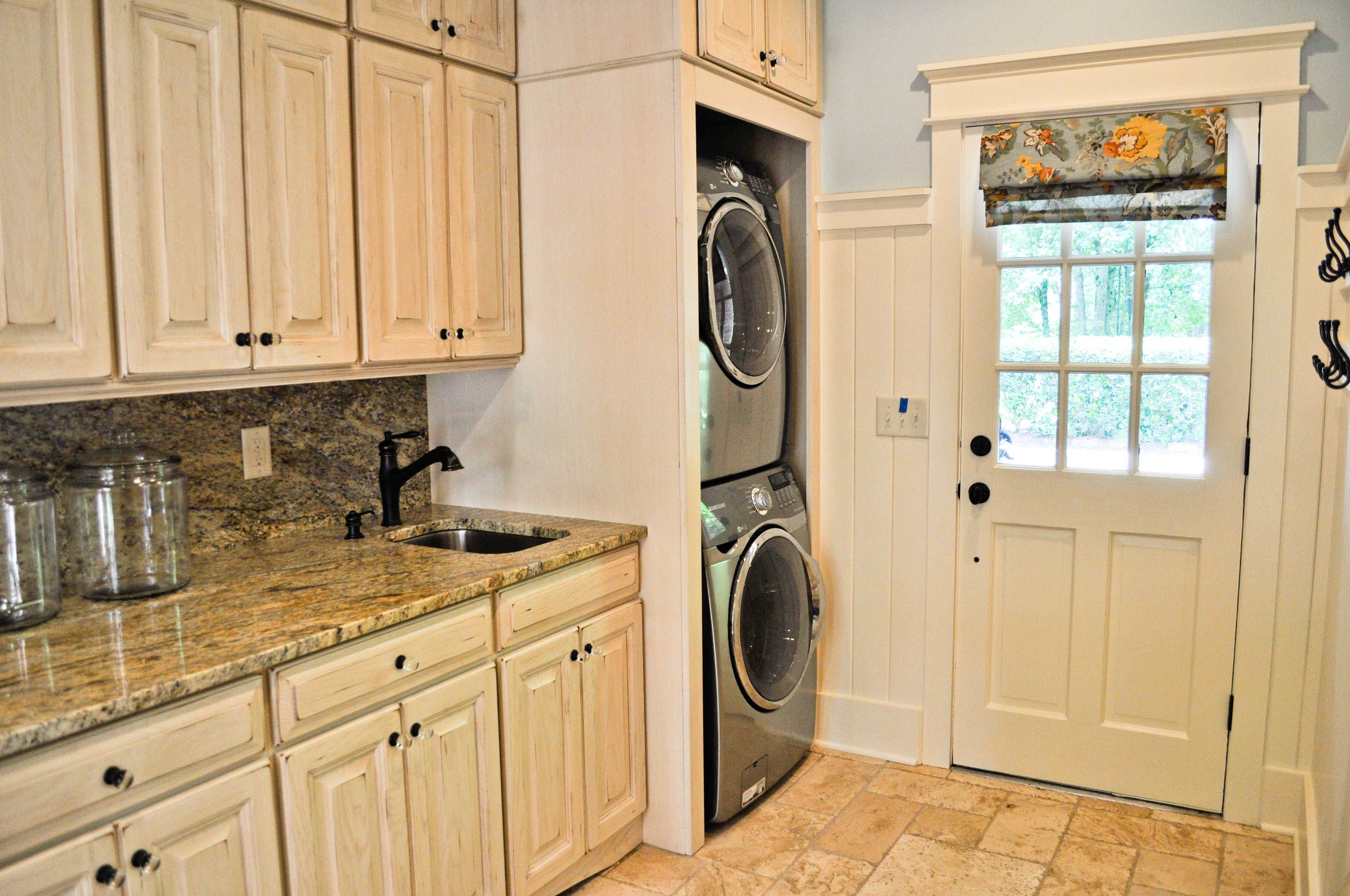 Mudroom laundry room remodel new house decorating ideas - Mudroom designs laundry room ...