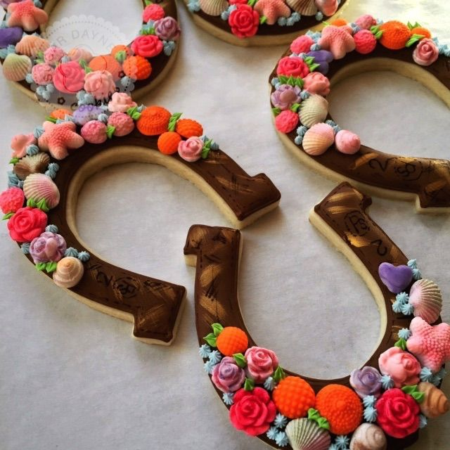 Decorated Horseshoes With Images Kentucky Derby Party Horse
