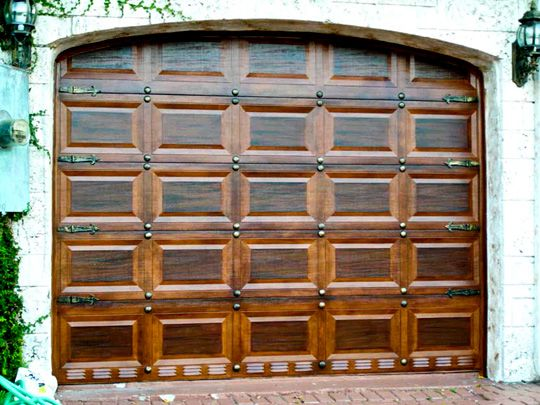 Need A Garage Door Re Do Not Sure How They Did This For The