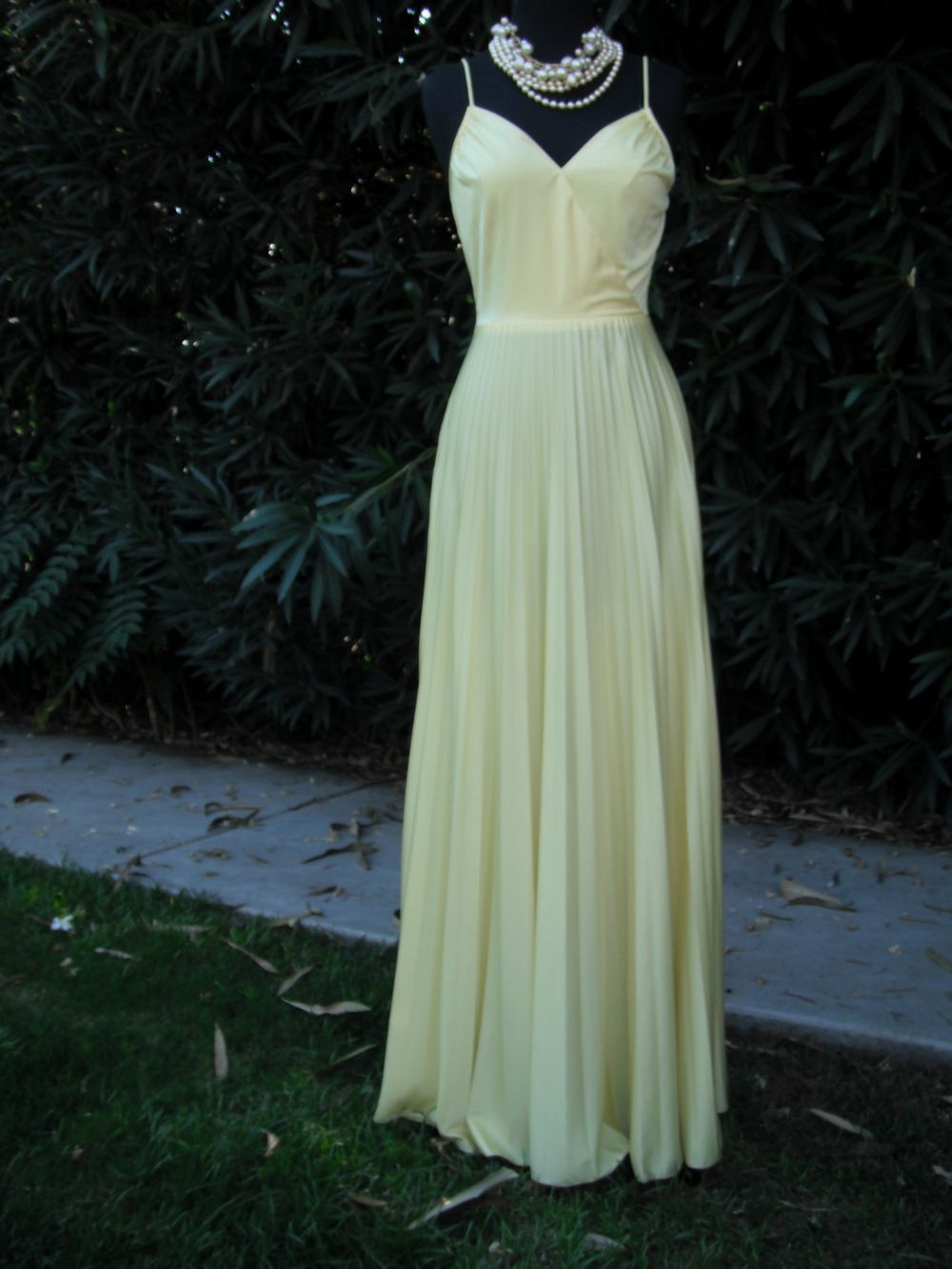 Vintage us long yellow vneck pleated skirt dress maxi dress