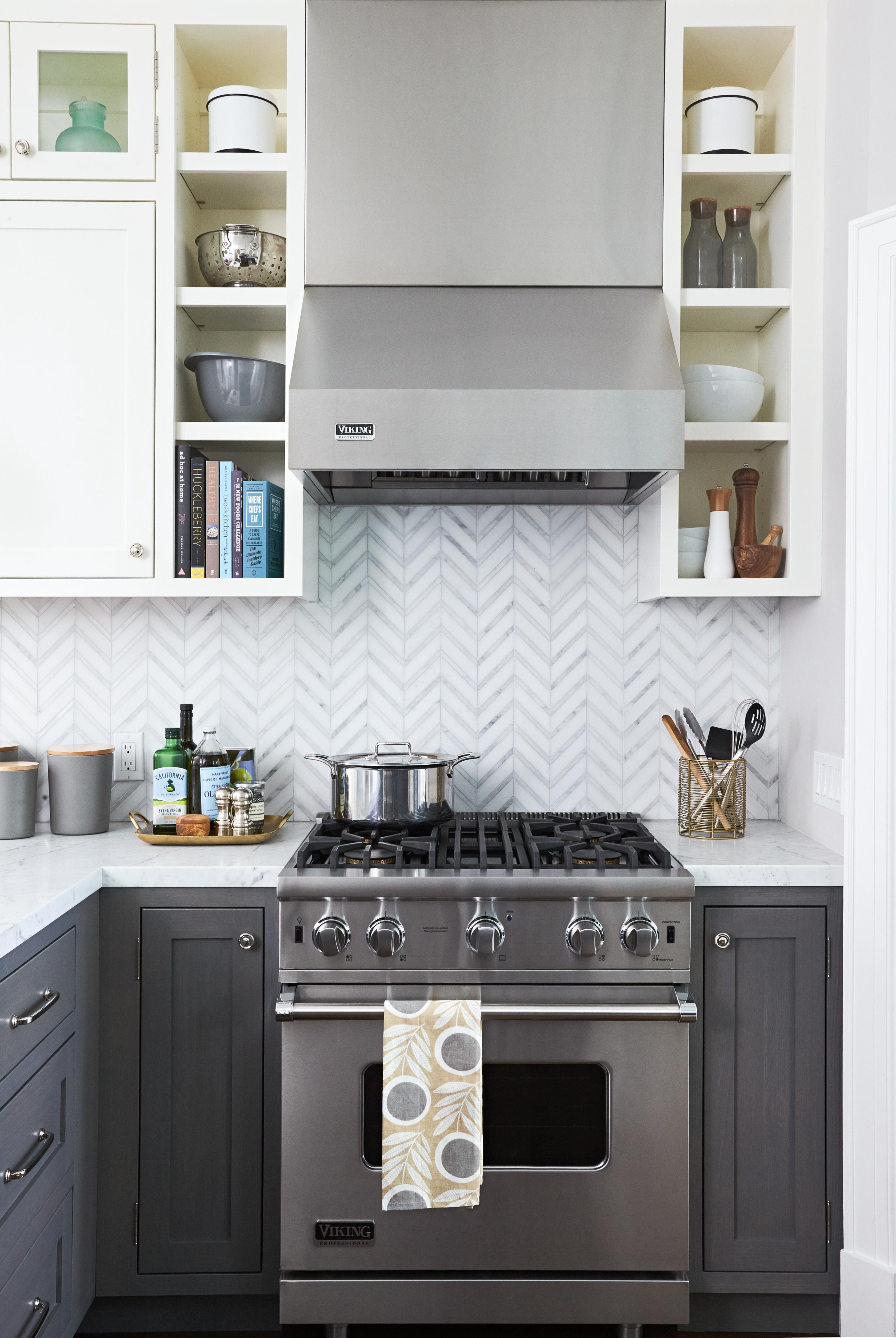 Tile Backsplash Classic Good Looks And A Casual Vibe Are Central To This Subway Tile Unique Kitchen Backsplash Kitchen Backsplash Designs Kitchen Tiles Design