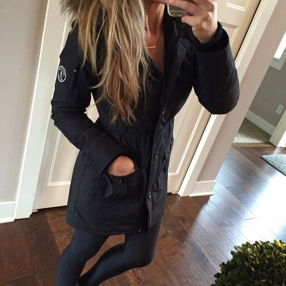 Abercrombie & Fitch womens Parka Abercrombie & Fitch womens Parka with detachable fur hood. NWT Black Size Medium. Super warm and cute!    • No trades & No off Posh sales. Please use the offer button and don't forget to bundle for a discount! Happy shopping! • Abercrombie & Fitch Jackets & Coats Puffers
