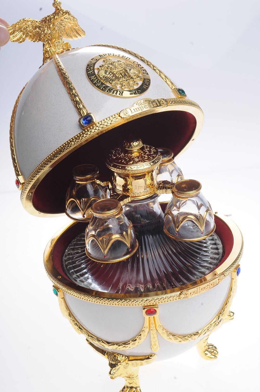 Vodka Imperial Collection estilo Ovo Fabergé, luxo puro em: http://terapiadoluxo.com.br/vodka-imperial-collection-estilo-ovo-faberge/