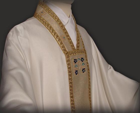 Casula bianca mariana. La simbologia mariana è rappresentata dal primo modulo decorativo dello stolone · MarianDoorsSky & Casula bianca mariana. La simbologia mariana è rappresentata dal ... Pezcame.Com