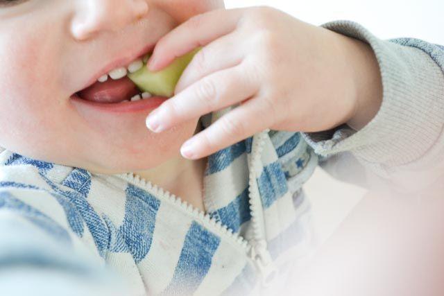 Een suikervrij peutermenu, hoe ziet dat eruit? Kijk mee op het bord van mijn 2 jaar oude zoontje Liam. Een eetdagboekje ter inspiratie!