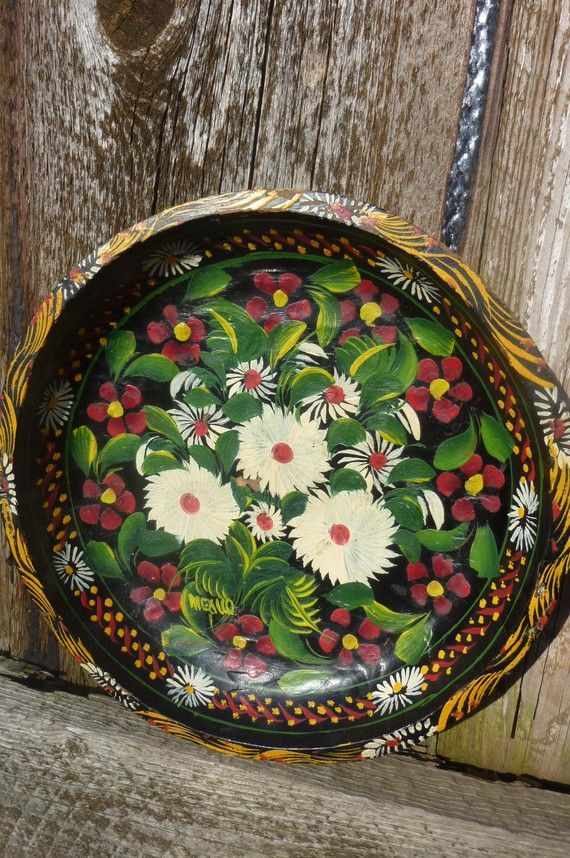 Painted flowers plate.