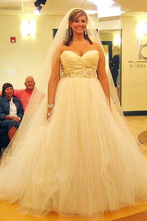 Lazaro sweetheart bodice w/ floral belt. Dress details: http://ow ...