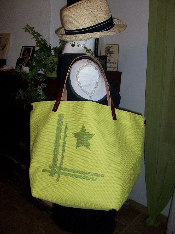 Sac cabas en coton épais vert anis , intérieur coton madras et anses en cuir : Sacs à main par cocoon-by-ln