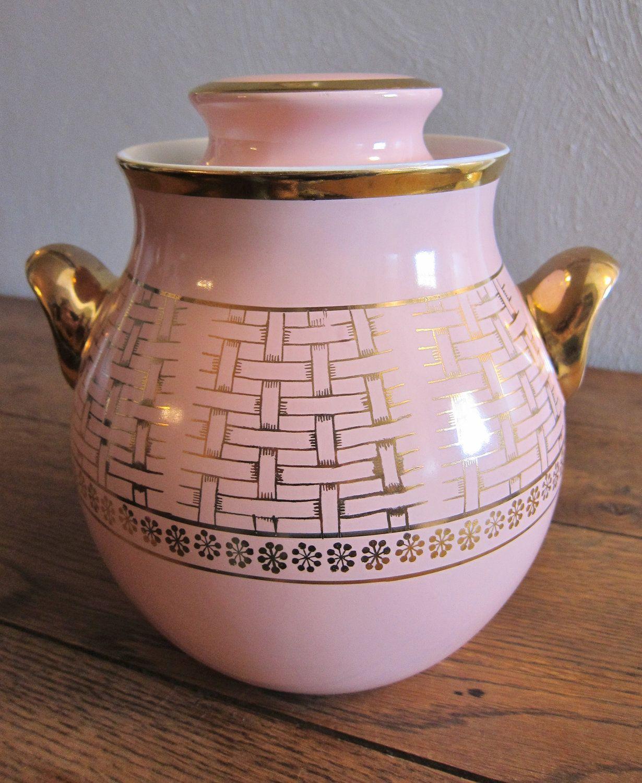 Vintage Hall S Superior Quality Kitchenware Gold Line Pink And Gold Basketweave Cookie Jar Cookie Jars Vintage Vintage Cookies Vintage Flower Arrangements
