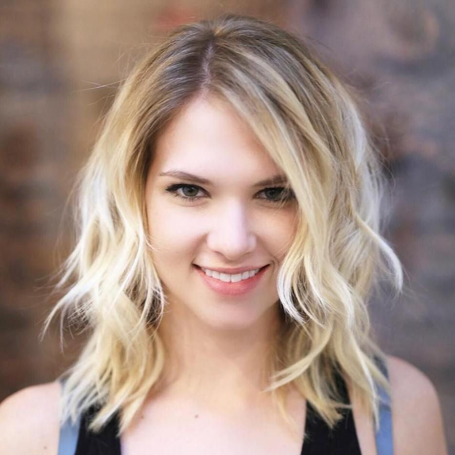 medium wavy blonde hairstyle | gorgeous hair | hair styles