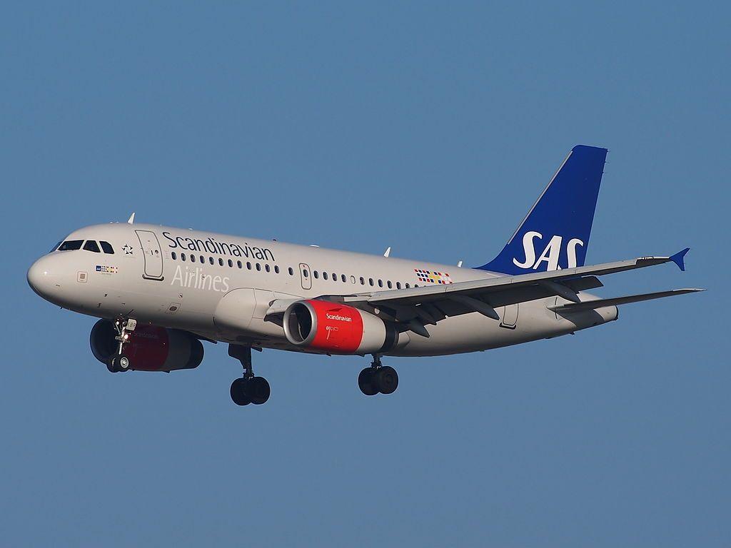 Oy Kbr Sas Scandinavian Airlines Airbus A319 131 Sten Viking Landing On Schiphol Sas Airlines Fleet Airbus
