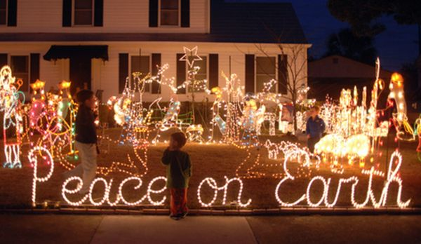 The Haldemans Home On Gordonston Avenue In Savannah Christmas Light Displays Christmas Lights Savannah Chat