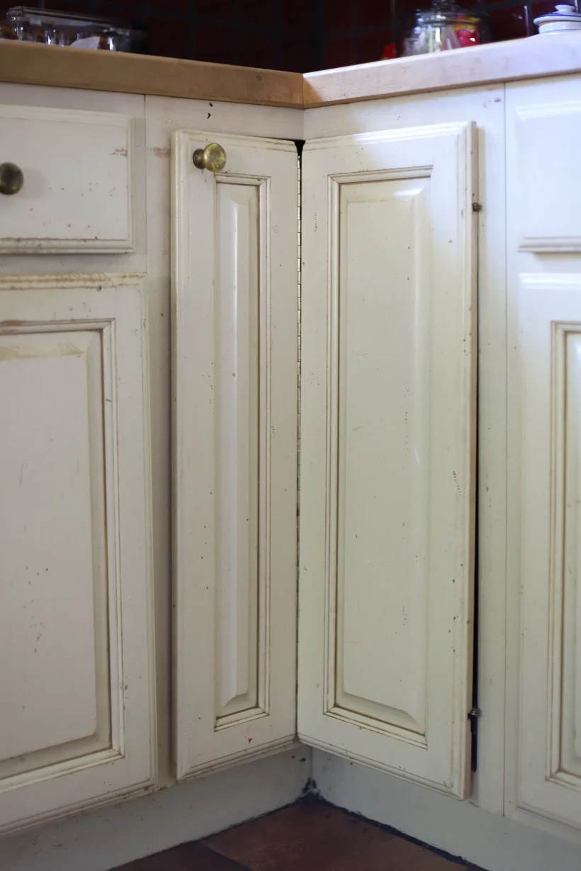 How to Paint Kitchen Cabinets the Easy Way (2 days, no ...