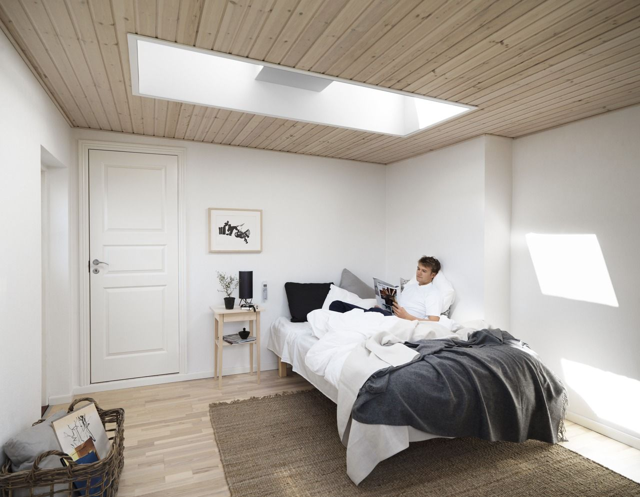 Fenster Velux Velux Flat Roof Window In Bedroom Bringing Daylight To Your Home