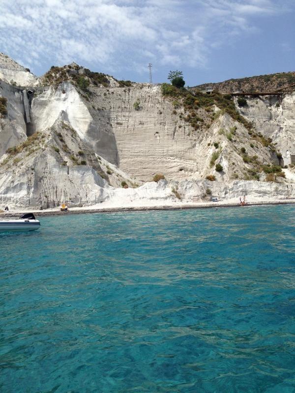 Annamaria Ponti ci saluta dal mare di #Lipari! #EstateQVC