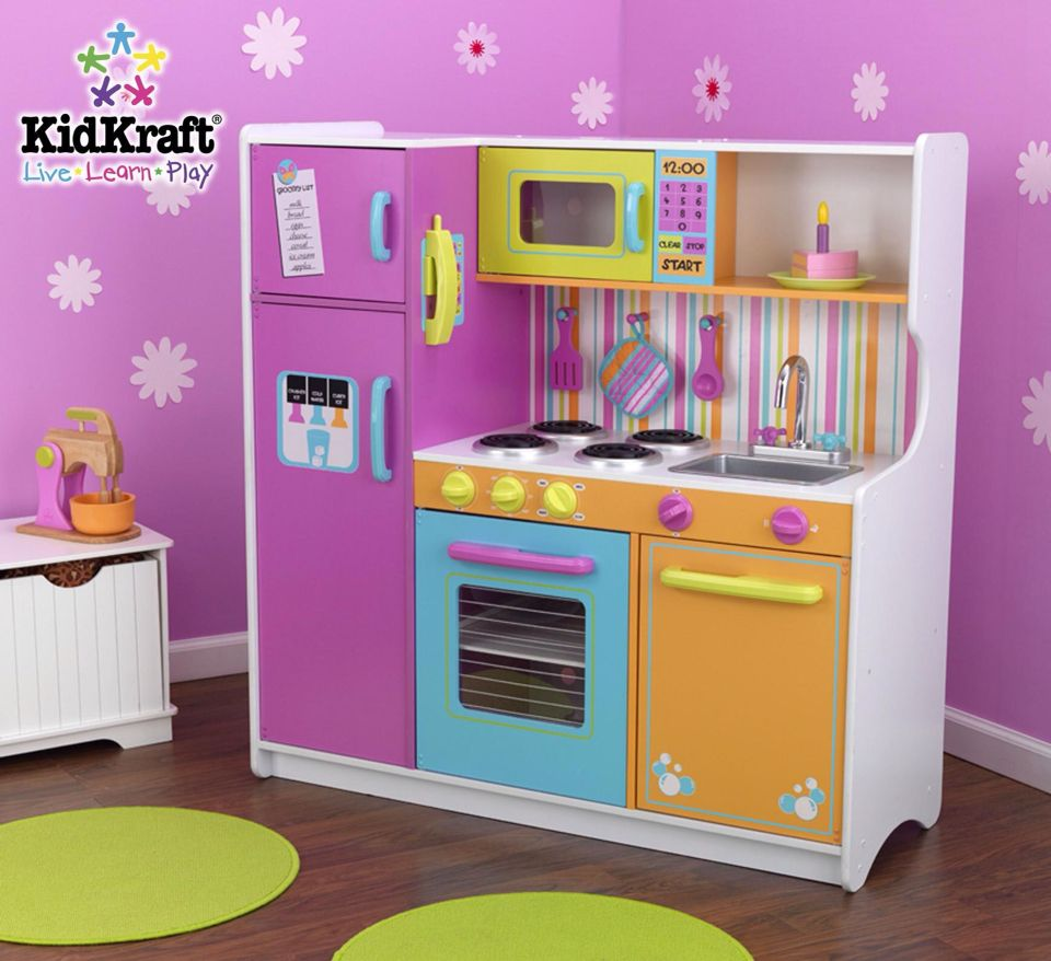 What a cute lil kitchen! Perfect for how I'm going to do her room