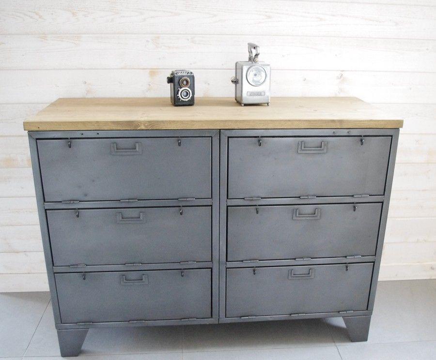 buffet industriel avec casiers militaires plateau pic a vieilli ou ch ne et pieds de vestiaire. Black Bedroom Furniture Sets. Home Design Ideas